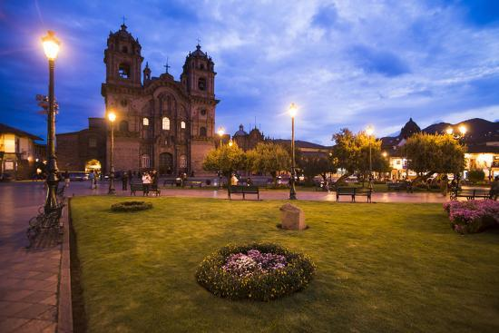 matthew-williams-ellis-cusco-cathedral-basilica-of-the-assumption-of-the-virgin-at-night-peru