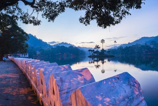 matthew-williams-ellis-kandy-lake-and-the-clouds-wall-walakulu-wall-at-sunrise