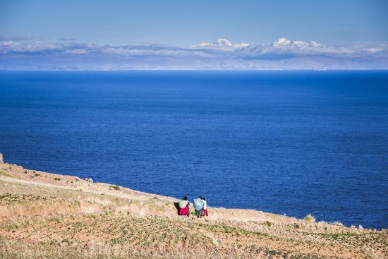 matthew-williams-ellis-quechua-women-on-amantani-island-isla-amantani-lake-titicaca-peru-south-america
