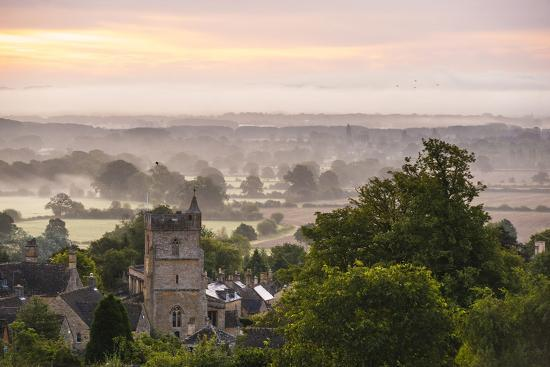matthew-williams-ellis-st-lawrence-church-and-misty-sunrise-bourton-on-the-hill-gloucestershire