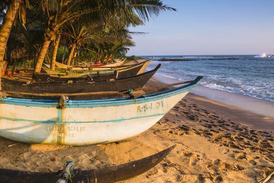 matthew-williams-ellis-traditional-sri-lanka-fishing-boat-mirissa-beach-south-coast-southern-province-sri-lanka-asia