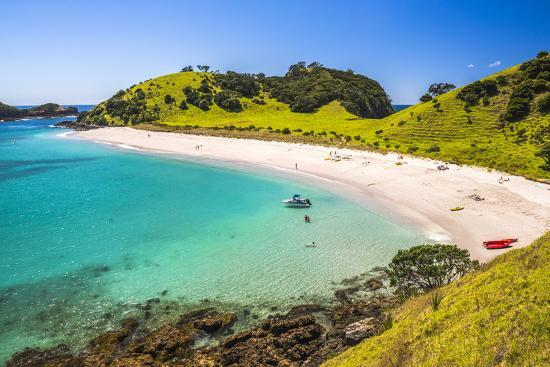 matthew-williams-ellis-white-sandy-beach-in-the-waikare-inlet-visited-from-russell-by-sailing-boat-bay-of-islands
