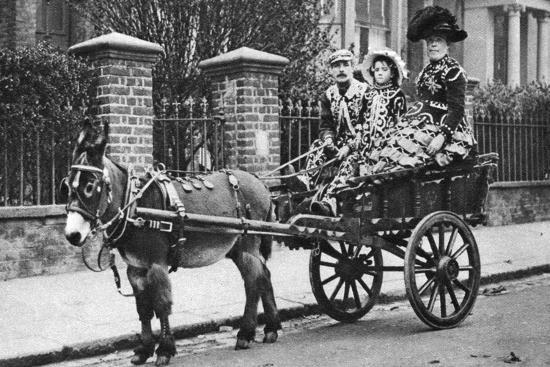 mcleish-pearly-family-in-their-donkey-drawn-moke-london-1926-1927