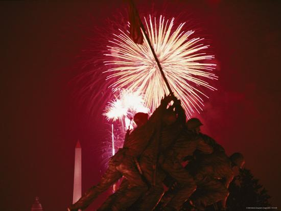 medford-taylor-fourth-of-july-fireworks-over-the-iwo-jima-monument