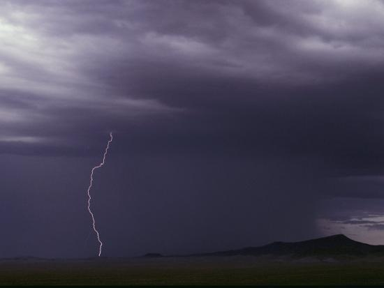 medford-taylor-lightning-bolt-during-a-storm-in-an-arizona-desert