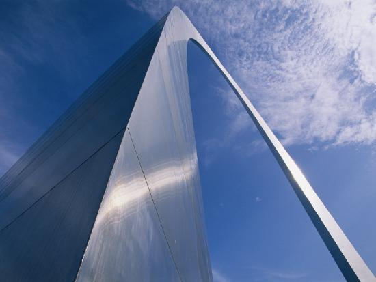 medford-taylor-looking-up-at-the-st-louis-arch