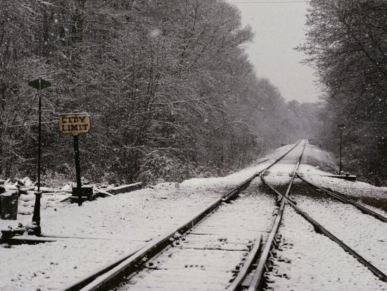 medford-taylor-railroad-tracks-in-snow-at-the-courtland-city-limit