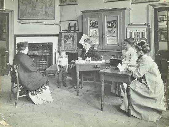 medical-examination-of-a-boy-holland-street-school-london-1911