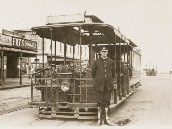 melbourne-cable-tram-and-driver