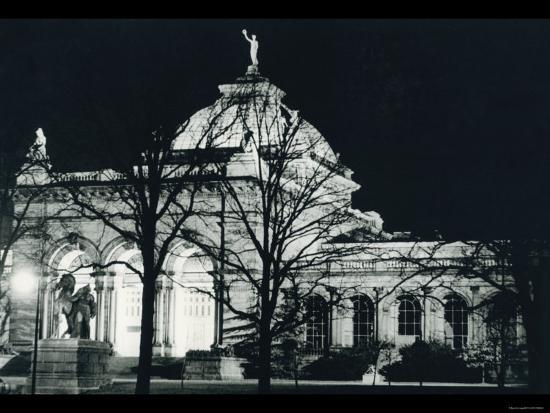 memorial-hall-philadelphia-at-night