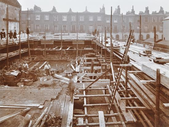 men-building-the-camden-town-sub-station-london-1908