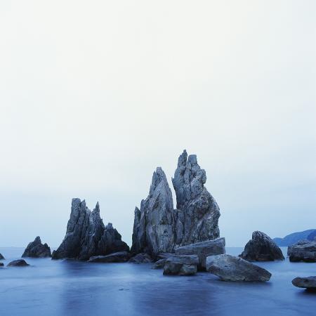 micha-pawlitzki-dramatically-shaped-sea-stacks-in-ocean