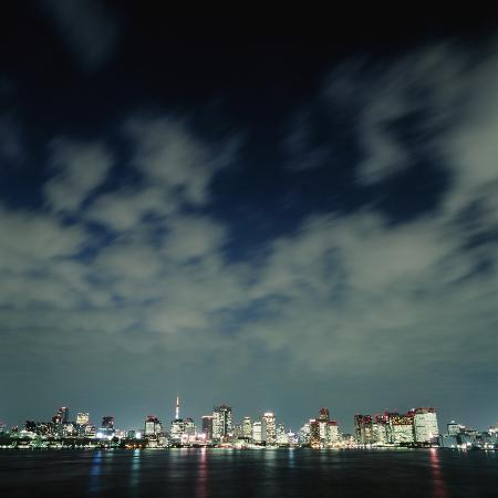 micha-pawlitzki-tokyo-skyline-at-night