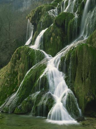 michael-busselle-waterfall-near-beaumes-les-messieurs-in-the-jura-franche-comte-france-europe