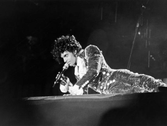 michael-cheers-prince-lying-on-stage-during-his-purple-rain-tour-1984