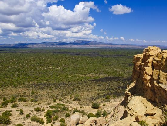 michael-defreitas-escarpment-and-lava-beds-in-el-malpais-national-monument-new-mexico
