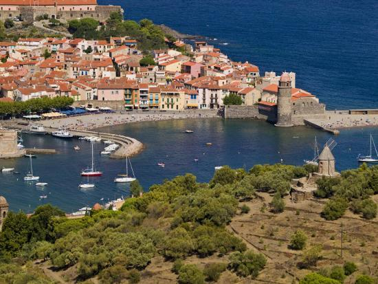 michael-melford-boats-in-the-harbor-of-collioure