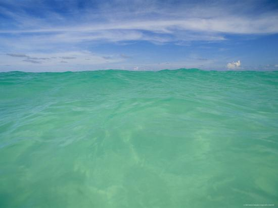 michael-melford-clear-blue-water-and-wispy-clouds-along-the-beach-at-cancun