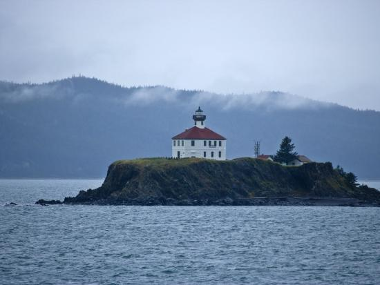 michael-melford-eldred-lighthouse-sits-on-a-bluff-overlooking-the-water
