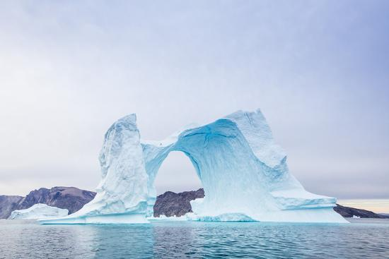 michael-nolan-grounded-icebergs-sydkap-scoresbysund-northeast-greenland-polar-regions