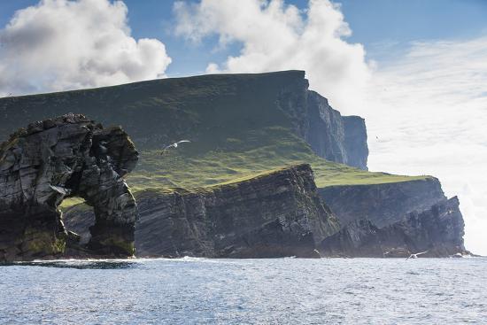 michael-nolan-rock-formation-known-as-gada-s-stack-on-foula-island-shetlands-scotland-united-kingdom-europe