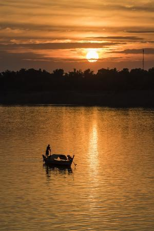 michael-nolan-sunrise-on-the-tonle-sap-river-near-the-village-of-kampong-tralach-cambodia-indochina