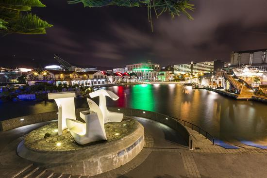 michael-nolan-the-capital-city-of-wellington-harbour-at-night-north-island-new-zealand-pacific