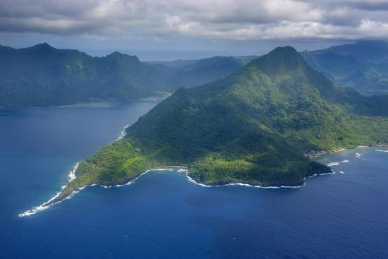 michael-runkel-aerial-of-the-island-of-upolu-samoa-south-pacific