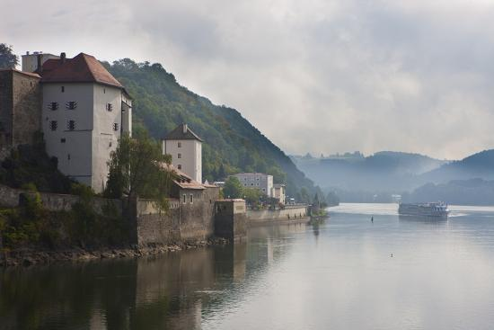 michael-runkel-cruise-ship-passing-on-the-river-danube-in-the-early-morning-mist-passau-bavaria-germany-europe