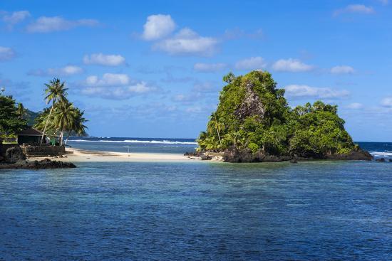 michael-runkel-little-beach-on-the-east-coast-of-tutuila-island-american-samoa-south-pacific