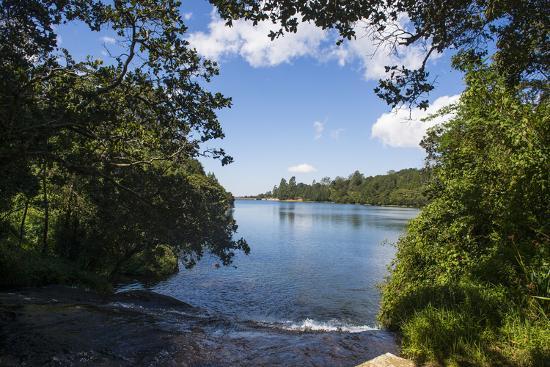 michael-runkel-mandala-falls-flowing-in-the-artificial-lake-on-the-mulunguzi-dam-zomba-plateau-malawi-africa