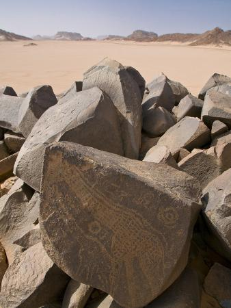 michael-runkel-old-rock-inscriptions-in-the-tassili-n-ajjer-sahara-southern-algeria-north-africa-africa