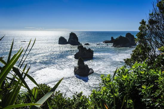 michael-runkel-rocky-outcrops-in-the-ocean-along-the-road-between-greymouth-and-westport-west-coast-south-island