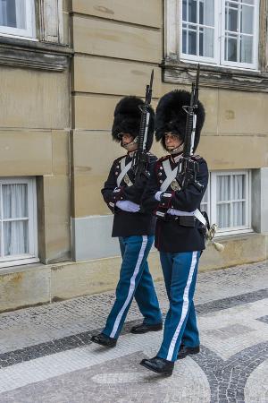 michael-runkel-royal-life-guards-in-amalienborg-winter-home-of-the-danish-royal-family-copenhagen-denmark