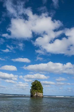 michael-runkel-single-rock-at-coconut-point-in-tutuila-island-american-samoa-south-pacific