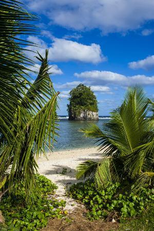michael-runkel-single-rock-at-coconut-point-on-tutuila-island-american-samoa-south-pacific-pacific