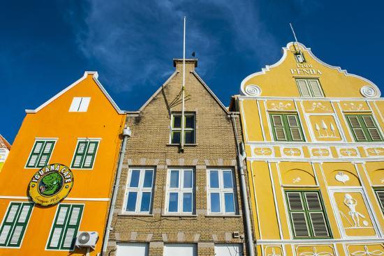 michael-runkel-the-colourful-dutch-houses-at-sint-annabaai-unesco-site-curacao-abc-island-netherlands-antilles