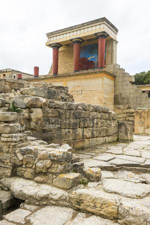 michael-runkel-the-ruins-of-knossos-the-largest-bronze-age-archaeological-site-minoan-civilization