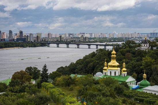 michael-runkel-view-over-city-the-kiev-pechersk-lavra-and-the-dnieper-river-kiev-kyiv-ukraine-europe