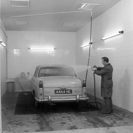 michael-walters-a-1961-austin-westminster-in-a-car-wash-grimsby-1965