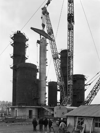 michael-walters-erecting-an-absorption-tower-coleshill-coal-preparation-plant-warwickshire-1962