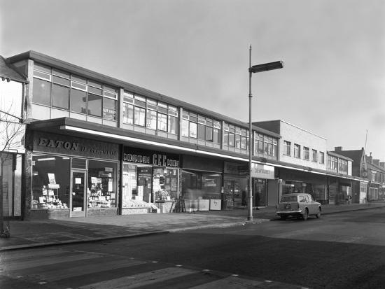 michael-walters-high-street-shopping-goldthorpe-south-yorkshire-1961