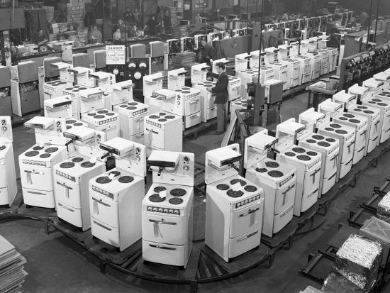 michael-walters-quality-checking-cookers-at-the-gec-plant-swinton-south-yorkshire-1960