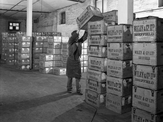 michael-walters-whisky-blending-at-wiley-and-co-sheffield-south-yorkshire-1960