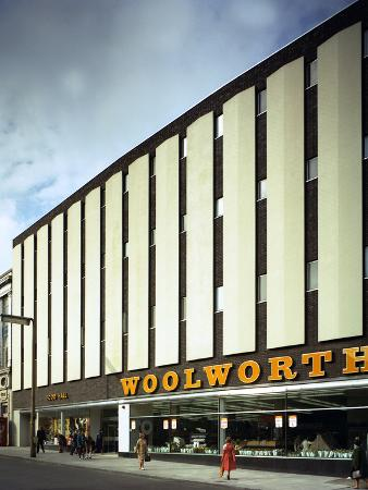 michael-walters-woolworths-barnsley-store-south-yorkshire-1971