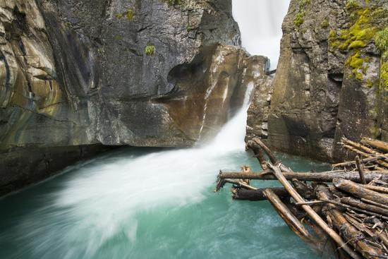 michel-hersen-johnston-falls-and-creek-johnston-canyon-banff-national-park-alberta-canada