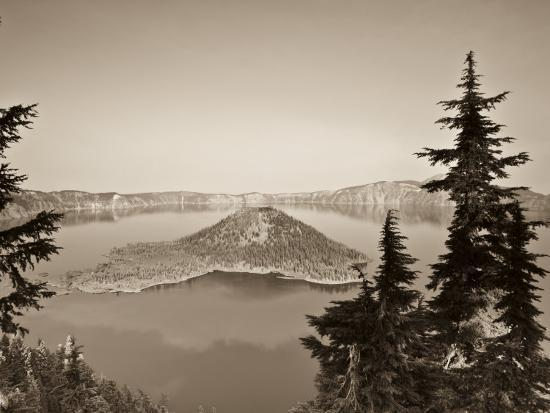 michele-falzone-oregon-crater-lake-national-park-crater-lake-and-wizard-island-usa