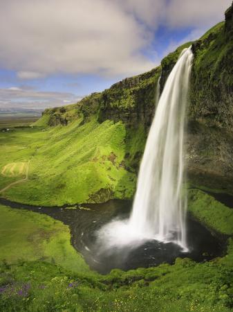 michele-falzone-seljalandfoss-waterfall-south-coast-iceland