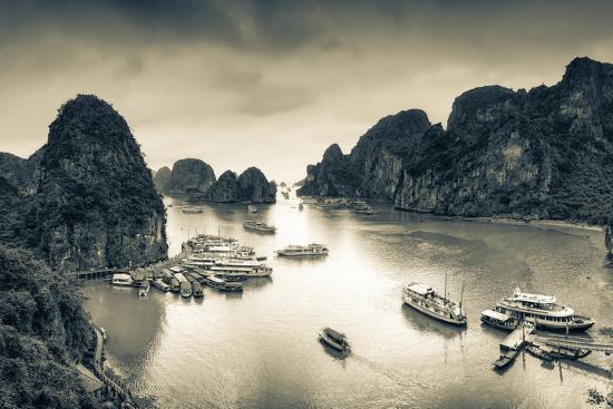 michele-falzone-vietnam-halong-bay