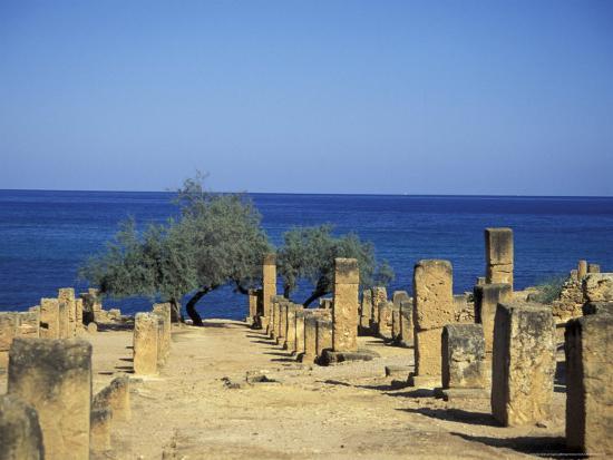 michele-molinari-greek-latin-cultural-center-and-mausoleum-mediterranean-sea